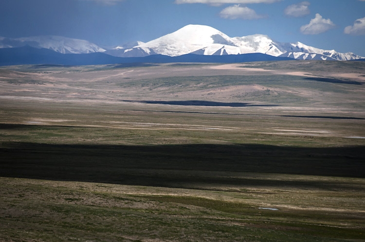 Cordilheira Kunlun Shan, uma das mais extensas cadeias montanhosas da Ásia.