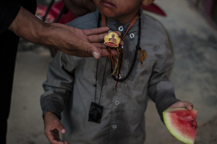Medalha de prote̤nao com a imagem do Dalai Lama. Yushu РQinghai